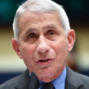 Главный инфекционист США озвучил особенности дельта-штамма